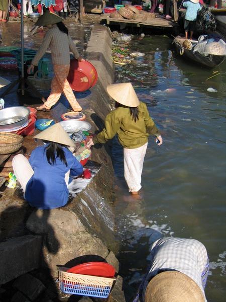 vietnam-2004-12-24 14-49-23 hoi