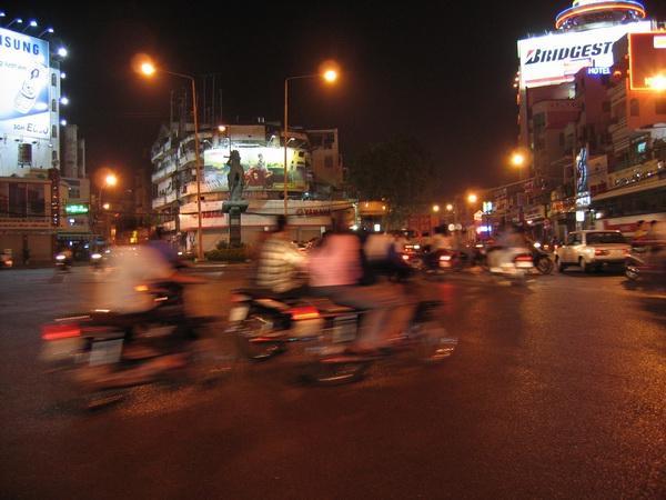 vietnam-2005-01-07 21-37-58 saigon